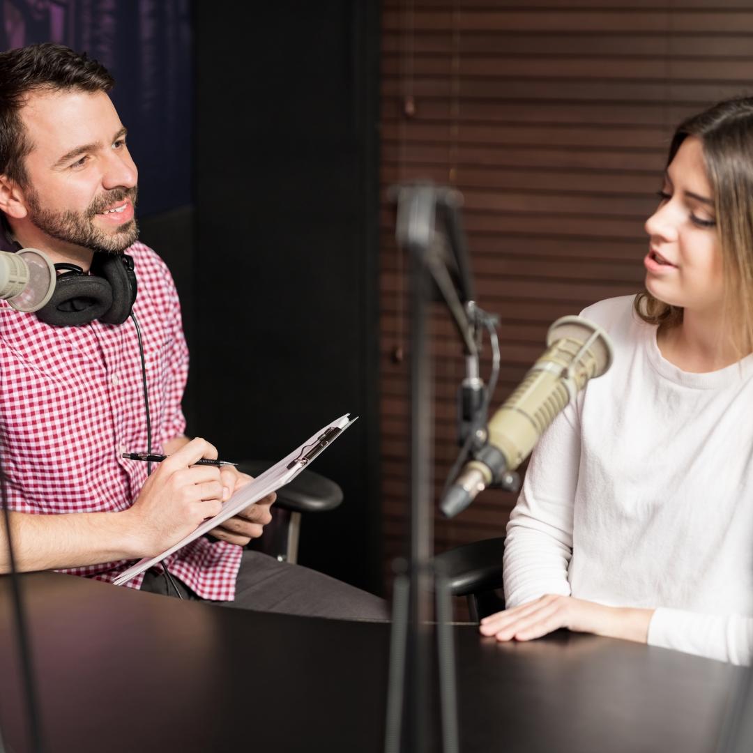 Hyra av utrustning och mobil studio för inspelning av podcast